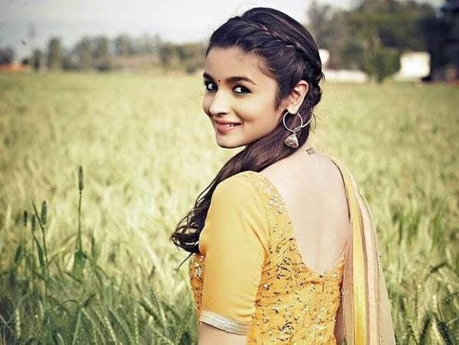 alia-bhatt-saree-style 20 Cute Celebrities Inspired Hairstyles to Wear With Saree
