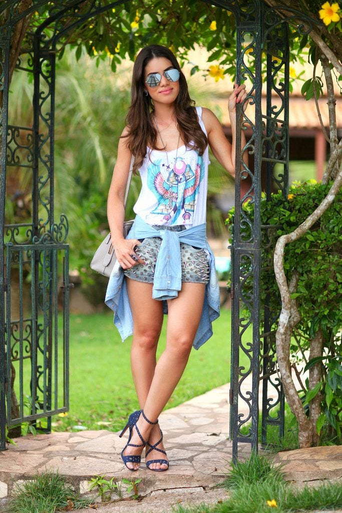 Camila-Figueiredo-Coelho-in-studded-shorts 25 Cute Outfits Ideas to Wear with Denim Studded Shorts