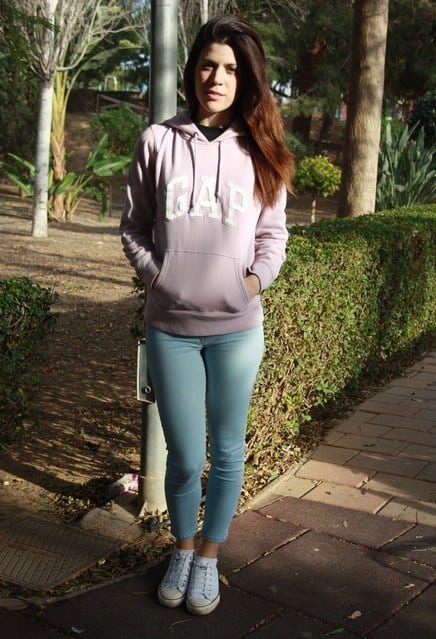 gap-light-fuchsia-bershka-sweaterslook-main-single 23 Cute Outfits To Wear With Sneakers for Girls This Season