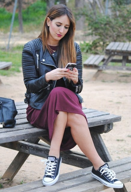 cute outfits to wear with sneakers (12)