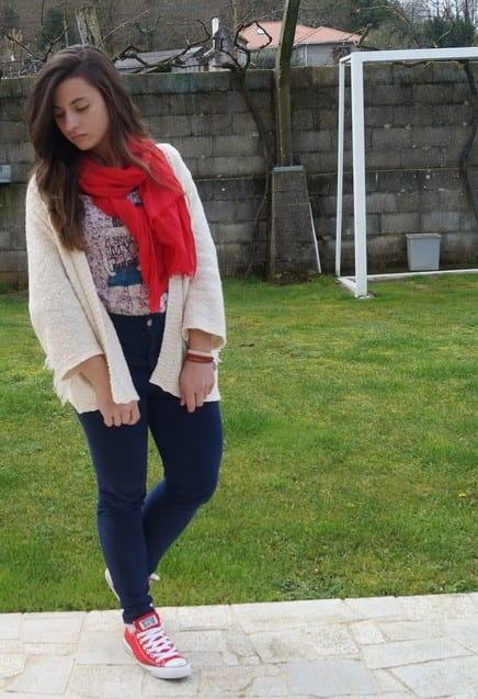 stradivarius-red-pull-bear-scarves-echarpeslook-main-single 23 Cute Outfits To Wear With Sneakers for Girls This Season