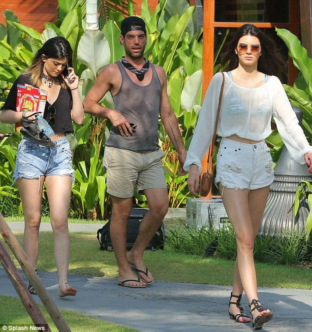 8d2c93c5a748a0047bacf6558111d62c1 Kendall Has 80 Shorts and This is How Kendall Wears These Shorts