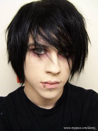 emo1-375x500 Top 12 Emo Hairstyles for Guys Trending These Days