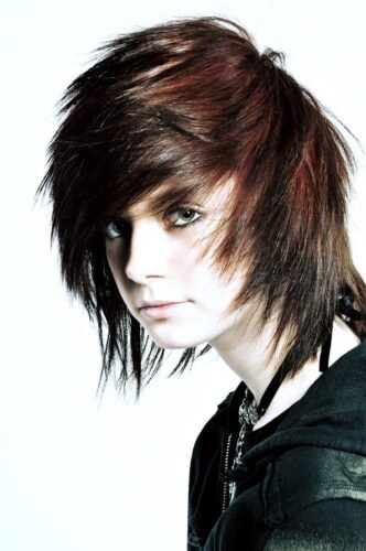 emo4-332x500 Top 12 Emo Hairstyles for Guys Trending These Days