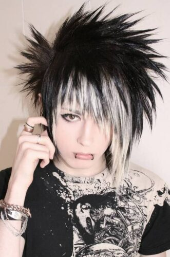 emo7-331x500 Top 12 Emo Hairstyles for Guys Trending These Days