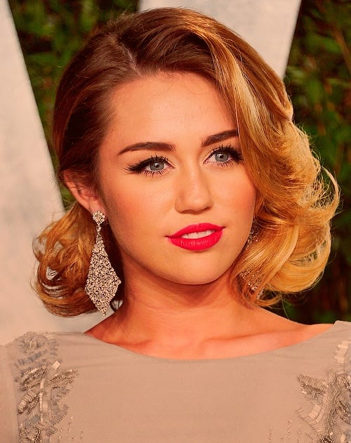 miley-cyrus-earrings-with-short-hairs 25 Stunning Ideas To Wear Earrings With Short Hair