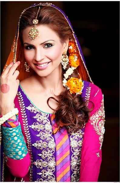 Mehndi Hairstyles Images : Simple and cute hairstyles for mehndi function this season