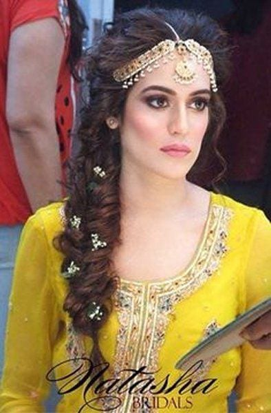 Mehndi Hairstyles Step By Step : Simple and cute hairstyles for mehndi function this season