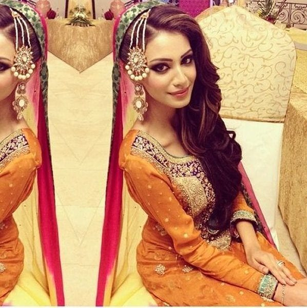 Mehndi Day Hairstyles : Simple and cute hairstyles for mehndi function this season