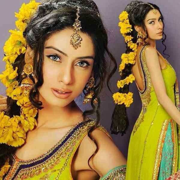Mehndi Hairstyles Latest : Simple and cute hairstyles for mehndi function this season