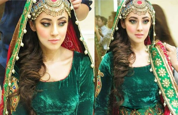 Mehndi Hairstyles With Paranda : 20 simple and cute hairstyles for mehndi function this season