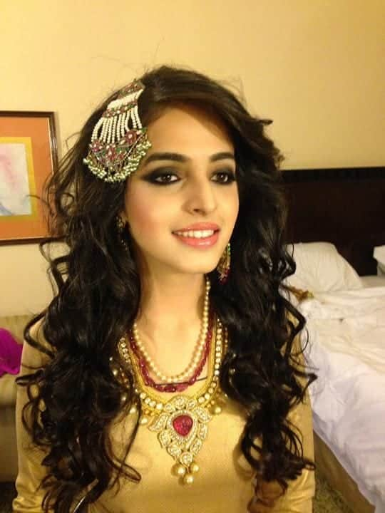 373f7463f846fc973fd60c0e4874da83 25 Easy and Gorgeous Hairstyles For Walima Function This Season
