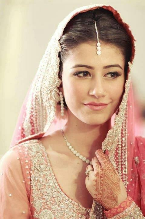 8e9617b662c34d80ef73d62a418f191b 25 Easy and Gorgeous Hairstyles For Walima Function This Season