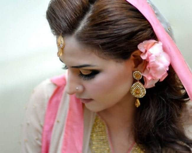 Mehndi Hairstyles S : Simple and cute hairstyles for mehndi function this season