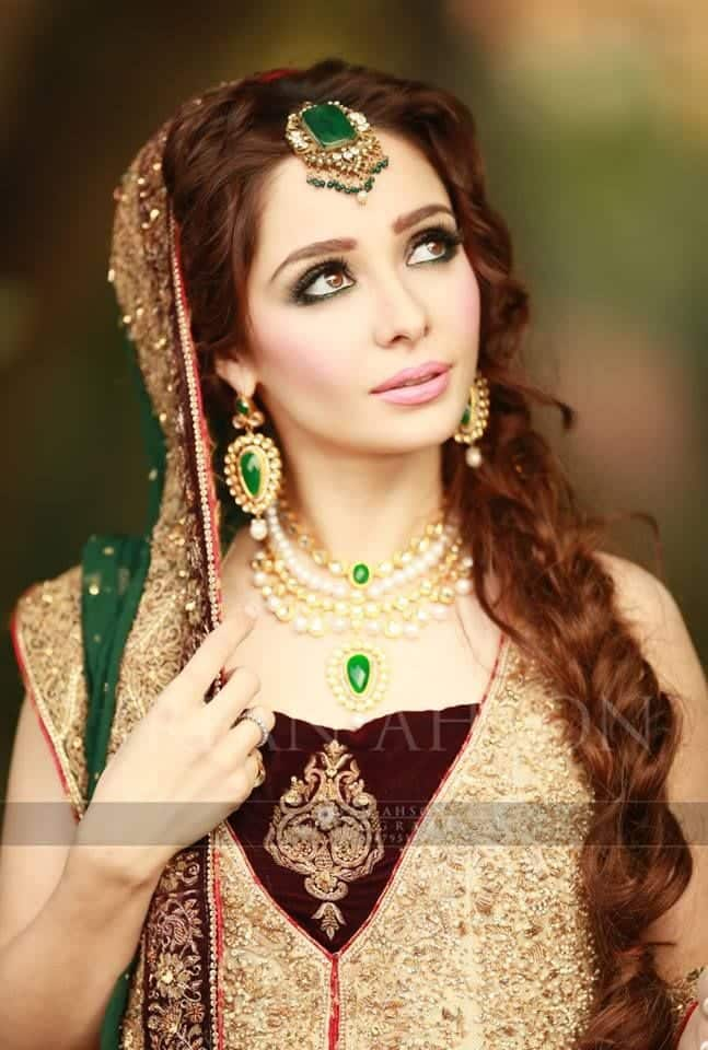 cbb1a788a86bd8b79a75a36eac4db9ff 25 Easy and Gorgeous Hairstyles For Walima Function This Season