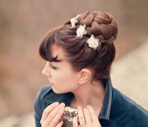 hairpiece-500x430 20 Cute Outfit Ideas for A Graduation Party- Style Guide