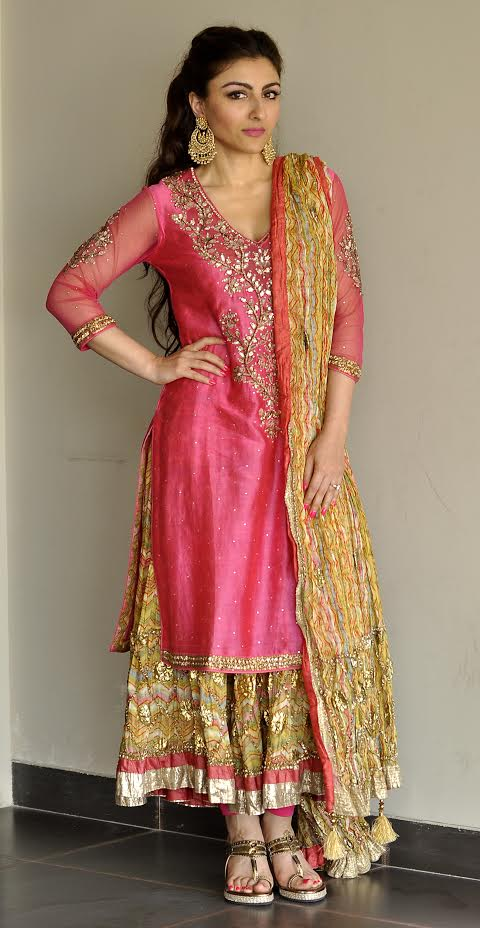 soha-ali-khan-mehndi-lengha-long-choli-1 Indian Wedding Fashion-20 Latest Style Indian Bridal Outfits