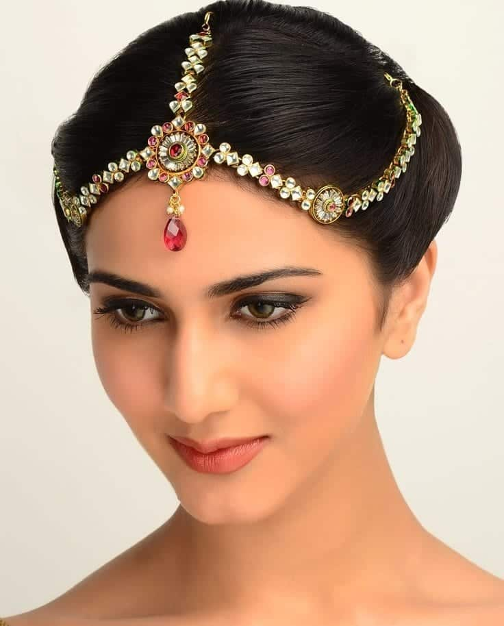 Simple Juda Hairstyle For Wedding: 16 Cute Hairstyles With Maang Tikka/Maatha Patti This Season