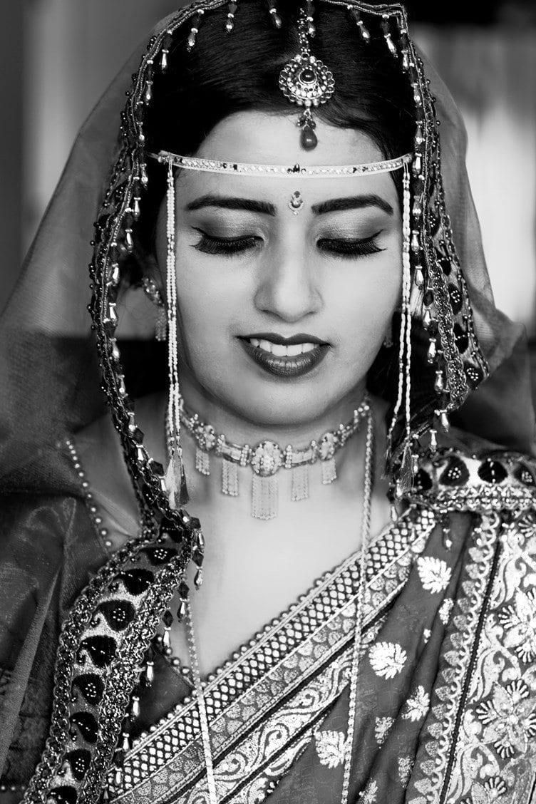 Maharashtrian-Hindu-Indian-Wedding-Gagan-Dhiman-Photos-09 How to Wear Maang Tikka in 15 Different Styles