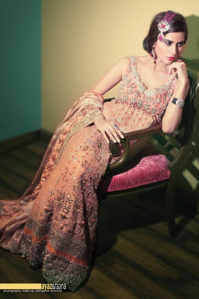 pink-rose-tena-durrani-bridal-lengha How to Wear Maang Tikka in 15 Different Styles