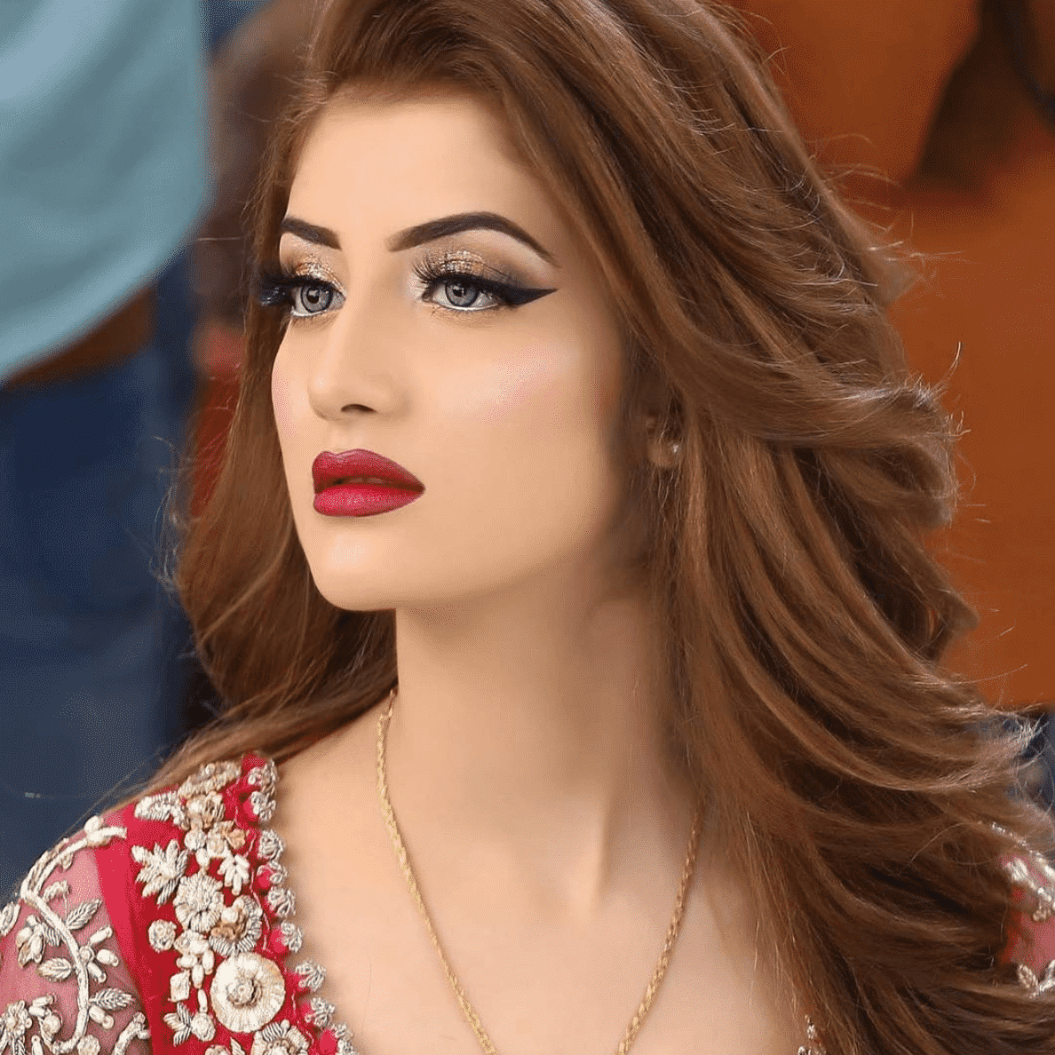 Pakistani-eyemakeup 20 Pakistani Wedding Hairstyles for a Perfect Looking Bride