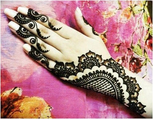 motif-based-pattern Eid Mehndi designs – 20 Cute Mehdni Designs For Hands This Year
