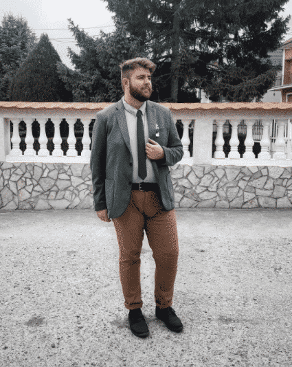 khaki-pants-outfit-for-men-with-big-thighs Men Khaki Pants Outfits- 30 Ideal Ways to Style Khaki Pants