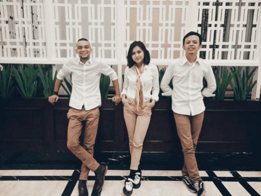 matching-khaki-pants-for-pictures Men Khaki Pants Outfits- 30 Ideal Ways to Style Khaki Pants