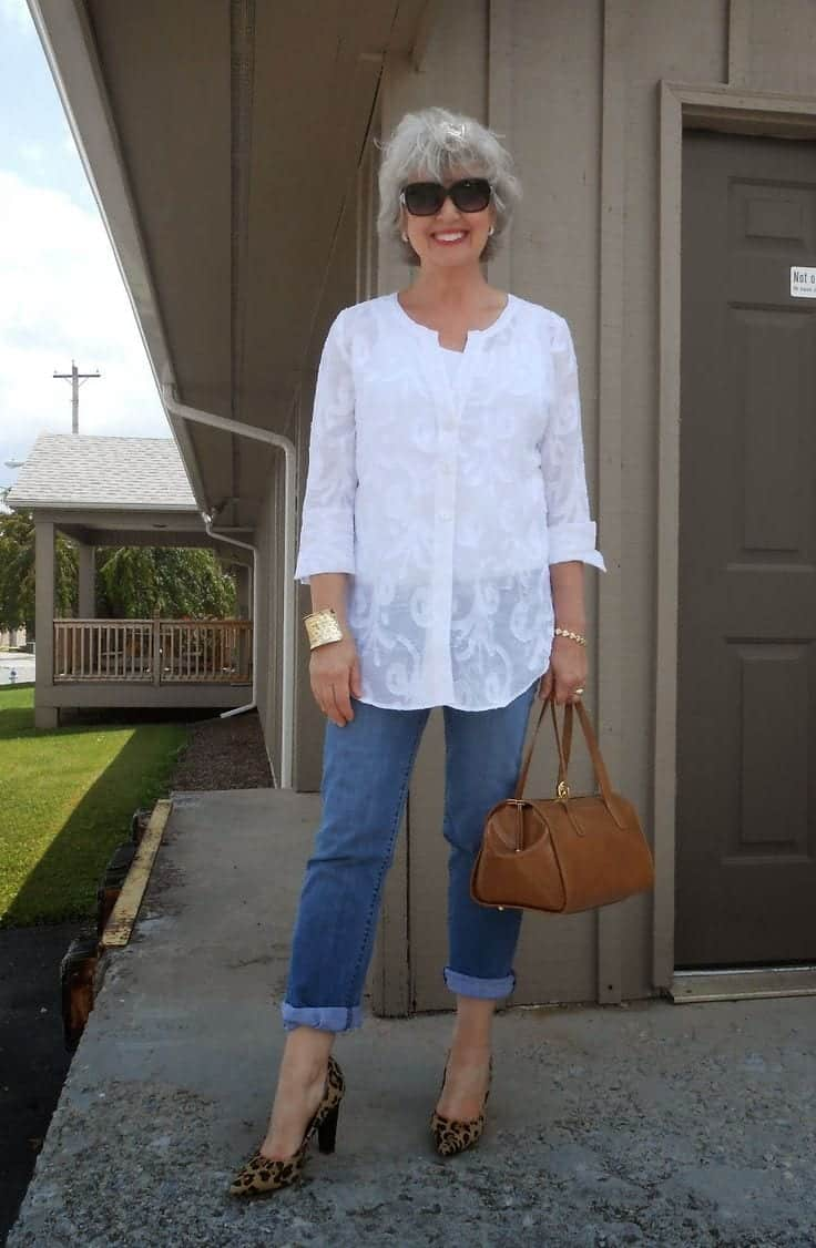 women-outfit-with-white-shirt 17 Cute Women Outfits with White Shirt-Pairing Style Ideas
