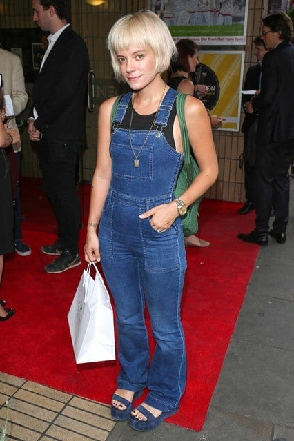 d3 Dungaree Outfits- 23 Ways to Wear Dungraee Clothes for Women
