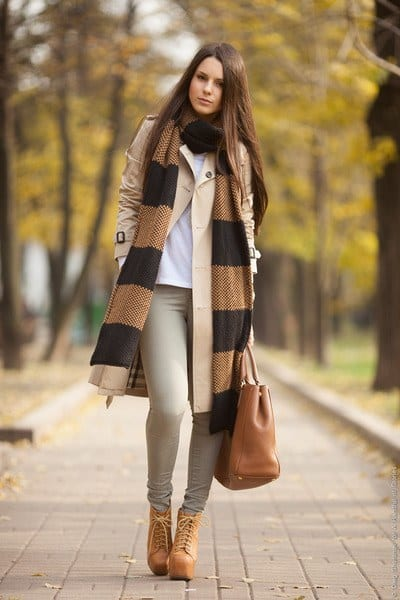 olive-green-leigh-topshop-jeans-beige-burberry-jacket_400 Lita Boots Outfits - 17 Ways to Wear Lita Shoes Fashionably