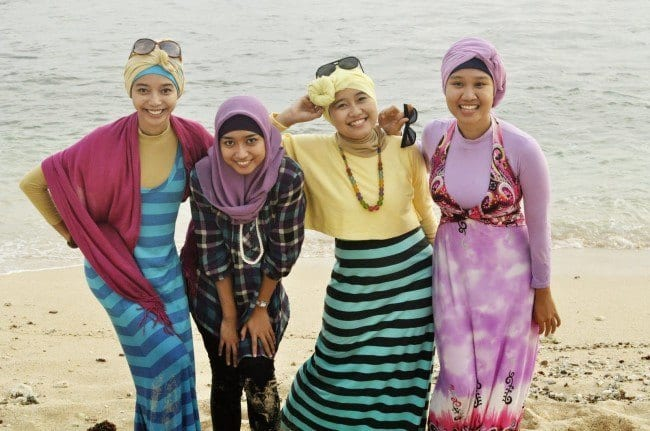 DSC0350 Beach Hijab Outfits–34 Modest Beach Dresses for Muslim Girls