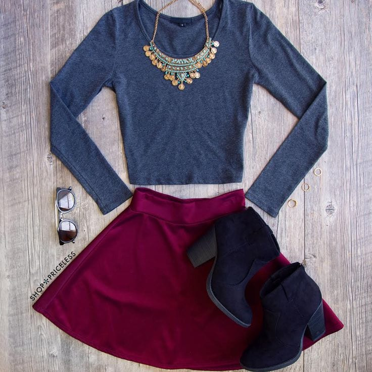long-sleeve-crop-top Lulu Skirt Outfits-22 Ways How to Wear Lulu Skirts Fashionably