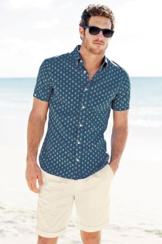 relaxed-yet-stylish-men-vacation-outfits-1-333x500 Short Height Guys Fashion-20 Outfits for Short Men to Look Tall