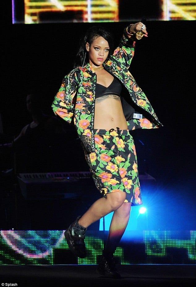 rihanna-bermuda-shorts 20 Cute Bermuda Short Outfits for Girls for Chic look
