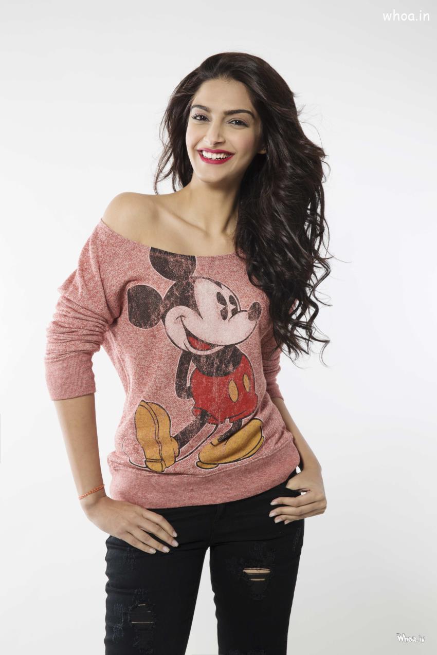 sonam 19 Indian Actresses Street Style Fashion Ideas this Season