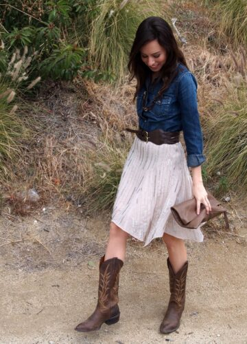 stylish-cowgirl-outfit-ideas-with-boots-and-denim-360x500 Cowgirl Outfits - 25 Ideas on How to Dress Like Cowgirl