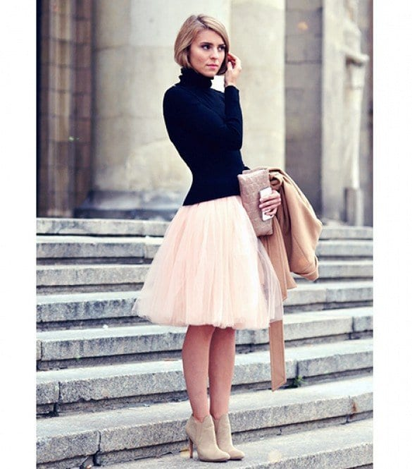 turtleneck Lulu Skirt Outfits-22 Ways How to Wear Lulu Skirts Fashionably