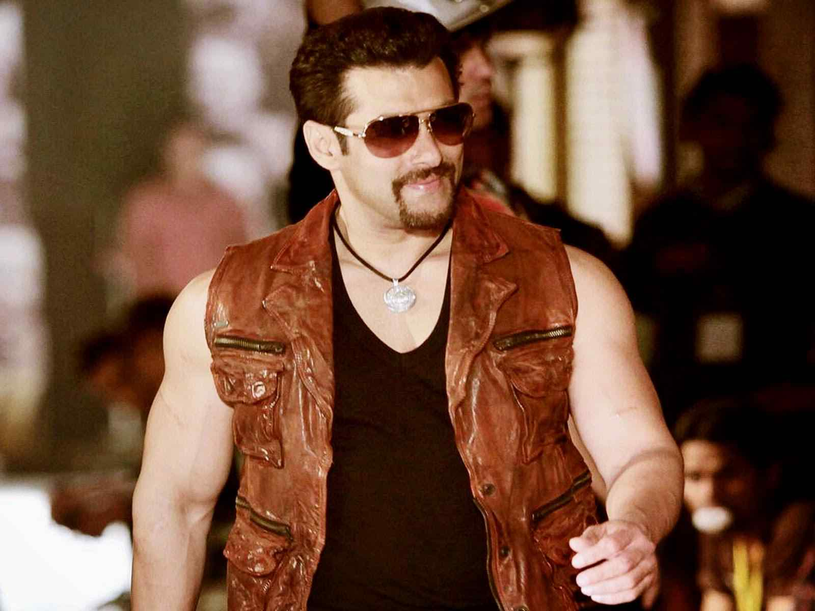 Best Dressing Style Looks Of Salman Khan (4)