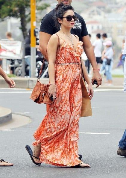 Vanessa-Hudgens-Vanessa-Hudgens-Sydney-kIvnjeVNLJfl 17 Cute College Outfits for Short Height Girls to Look Tall