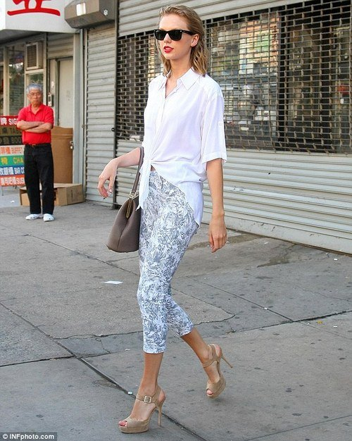 girls-white-shirt-outfits 18 Ideal Girls Outfits with White Shirts for Glamorous look