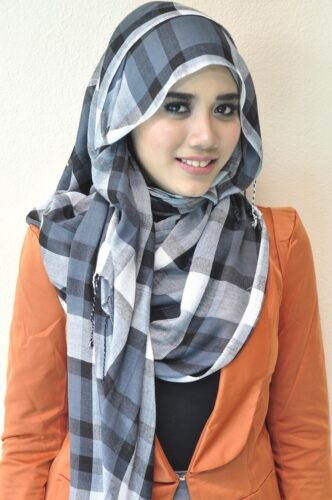hijab15-332x500 30 Cute Hijab Styles For University Girls - Hijab Fashion