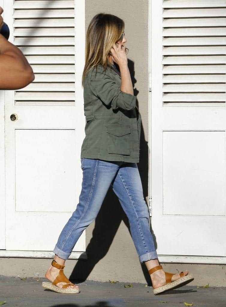 jennifer-anniston-casual-outfit-with-espadrilles Outfits With Espadrilles–17 Ideas How To Wear Espadrilles