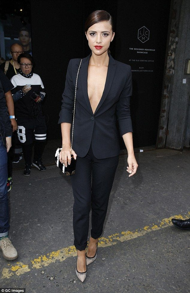 lucymecklenburg 20 Great Ways to Rock A Braless Look - How to go Braless