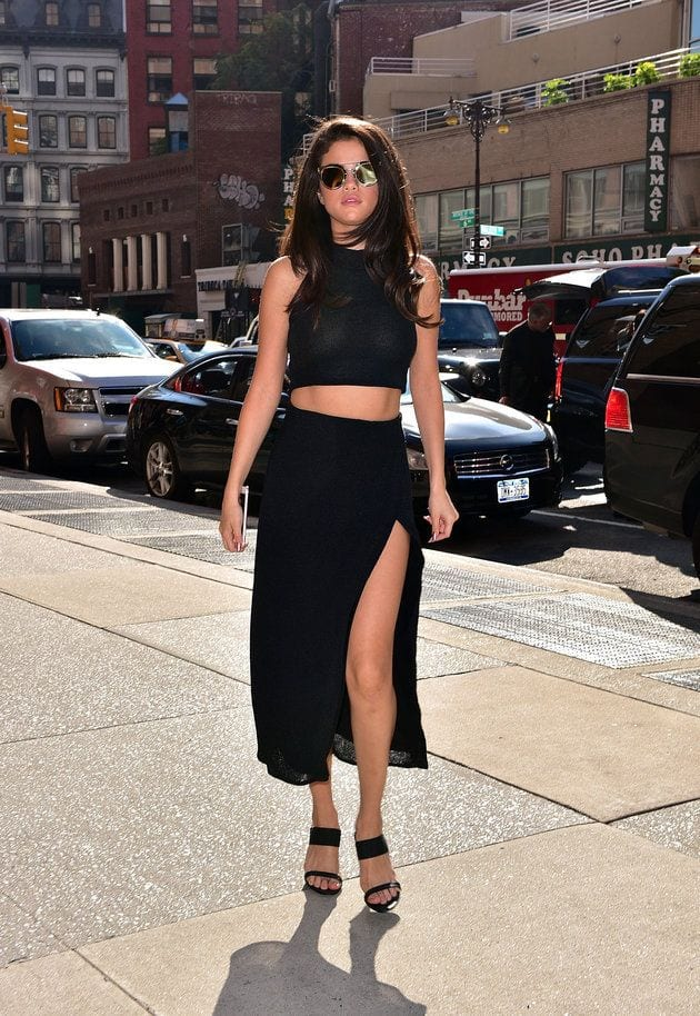 selenagomez 20 Great Ways to Rock A Braless Look - How to go Braless