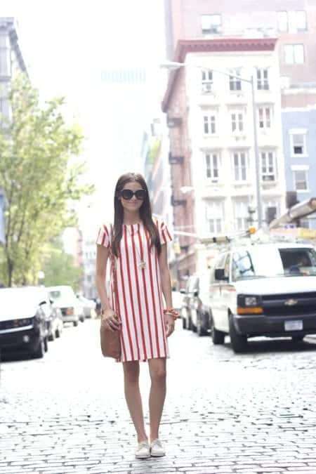 verticalstripes 17 Cute College Outfits for Short Height Girls to Look Tall