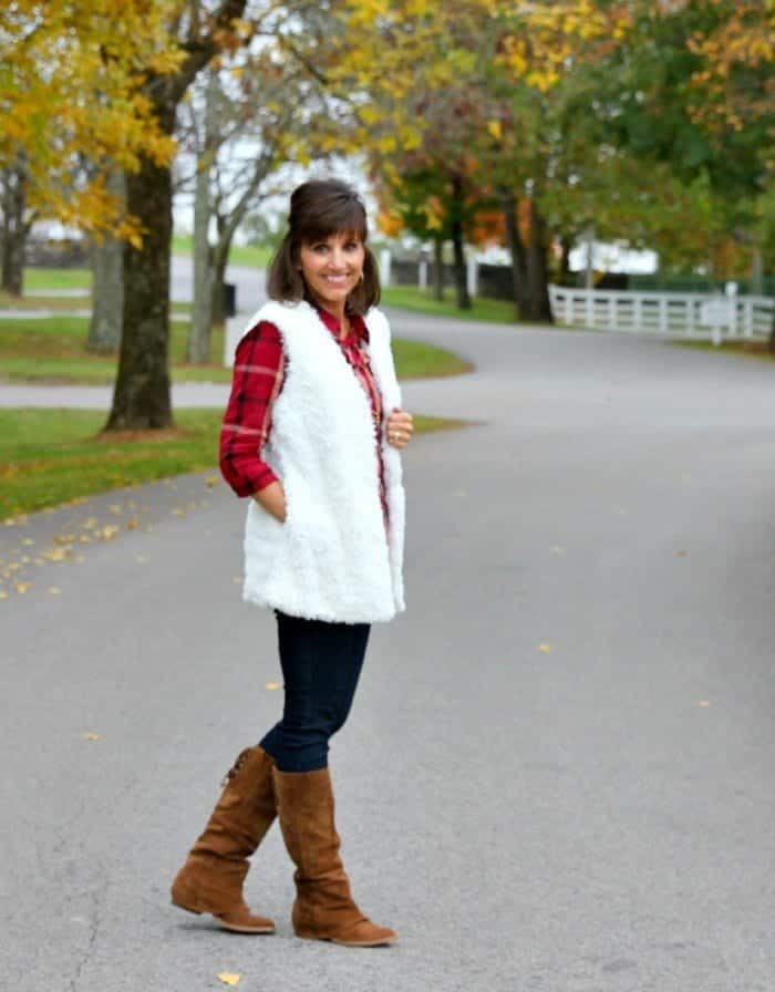 white-fur-vest1 Fall Outfit Ideas-20 Best Fall Clothing Fashion Tips