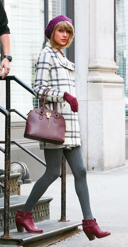 cute outfits with plaid coats 16