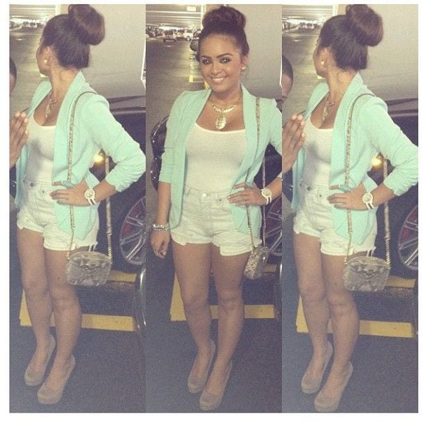 628fdd5b90edced2a2d76db3a483e37b 20 Cute Outfits with Top Bun Hairstyle to Compliment Style