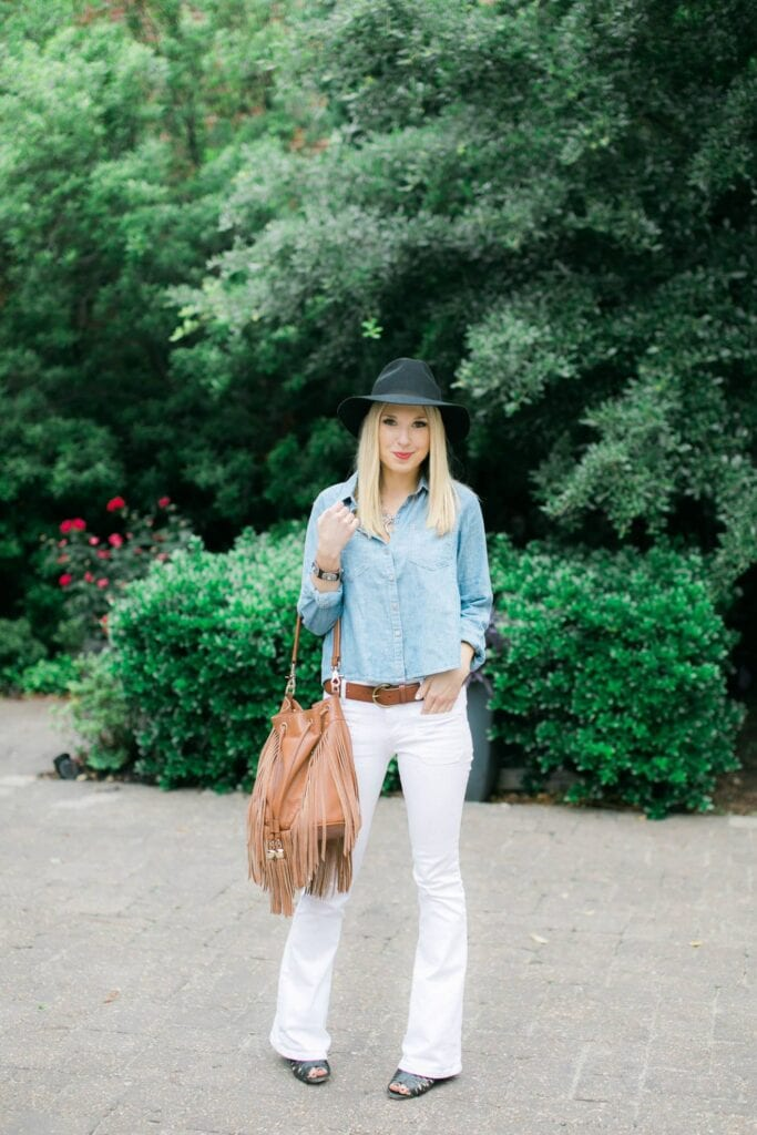 Fashionable ways to wear white jeans (14)